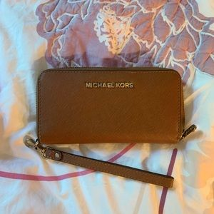 Michael Michael Kors: Leather Continental Wristlet
